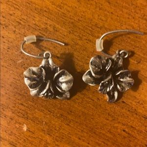 🌺Fossil hibiscus earrings 🌺